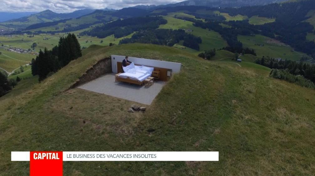 Exclu. Capital (M6) : Dormir au milieu des alpages suisses, c'est possible !